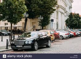 bentley cars 2017 bentley luxury car parked stock photos u0026 bentley luxury car parked