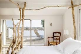 d inition chambre des m iers lits baldaquin en bois flotte entre mer et marais creations lit band