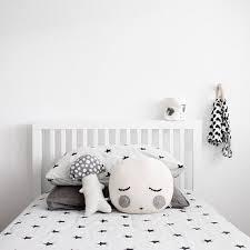 chambre bébé noir et blanc chambre d enfant en noir et blanc en noir chambres et noir