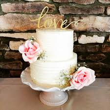 wedding cake ottawa lovely shabby chic two tier wedding cake is decorated with fresh