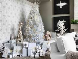 white tree with silver and gold decorations cheminee