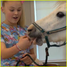 jojo siwa hangs out with a inside house it s epic