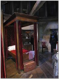 harry potter furnature four poster bed harry potter beds