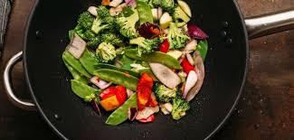 comment cuisiner au wok cuisiner les légumes au wok pendant votre régime pour maigrir le