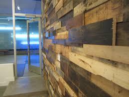 rivestimento legno pareti ricicla le assi dei pallet e crea originali pareti rivestite in
