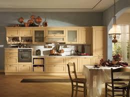la cuisine traditionnelle cuisines cuisine traditionnelle deco bois la cuisine en bois de