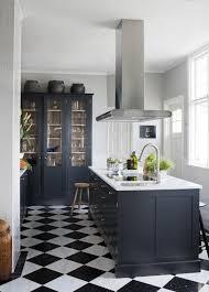 carrelage noir et blanc cuisine délicieux plan cuisine ilot central 9 le carrelage damier noir et