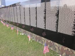 Vietnam Vets Wall Stirs Emotions Alaska Public Media - Who designed the vietnam wall