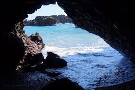 black sand beach hawaii waianapanapa black sand beach hāna maui hawaii a little sea