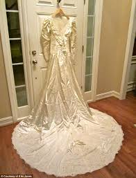 Dry Clean Wedding Dress Wedding Gown Mix Up After Georgia Woman Holds On To Wrong Dress