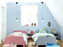 chambre enfant comble chambre enfant peinture deco chambre garon peinture enfant en bleu
