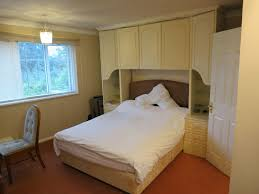 large room with en suite shower room and separate w c to let in