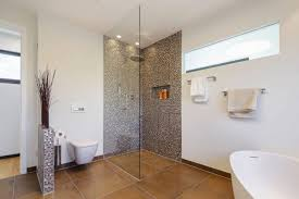 moderne badezimmer mit dusche und badewanne haus renovierung mit modernem innenarchitektur kleines kleine