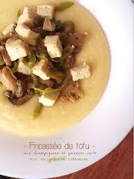 cuisiner des poivrons verts fricassé de tofu aux chignons poivrons verts sur sa polenta