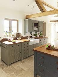 couleur cuisine avec carrelage beige la poutre en bois dans 50 photos magnifiques cuisine avec sol en