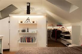 petit dressing chambre un dressing mansarde des idées créatives pour l usage efficace de