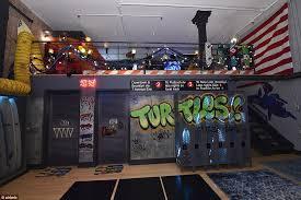 Ninja Turtle Bedroom Airbnb Offers Teenage Mutant Ninja Turtles Themed Lair In New York