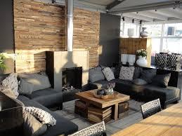idee wohnzimmer deko ideen wohnzimmer natursteinwand im wohnzimmer beleuchtung