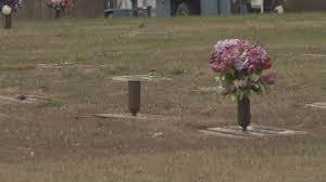 Graveside Flower Vases Thieves Steal Flowers Vases From Grave Sites Wfmynews2 Com