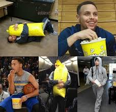 How Much Does Stephen Curry Bench Dance Dancing Friends Nba Warriors Golden State Warriors Stephen