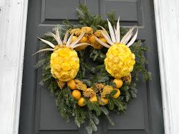 pineapples anyone made from strawflowers wreaths of