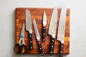 9 knives everyone should have in the kitchen