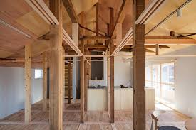 house between pillars leibal
