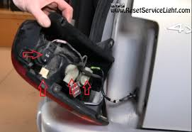 2002 jeep grand cherokee tail light how to change the tail light assembly on jeep grand cherokee 1993