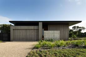 modernist architects mrtn architects house under eaves in new zealand