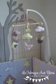 mobile enfant design mobile éveil bébé fille nuage papillon oiseau jaune pale vieux