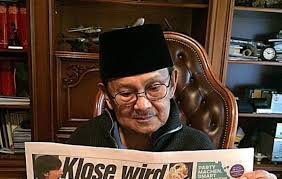 biografi bj habibie english habibie calls for media outlets to unite and not get pitted against