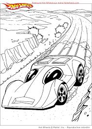 coloriage d u0027une voiture de course dans le désert coloriages de
