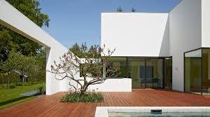 titus bernhard architekten passepartout in weiß streifzug media