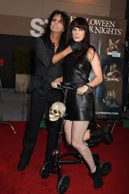 halloween horror nights dress code alice cooper and daughter calico at the annual eyegore awards