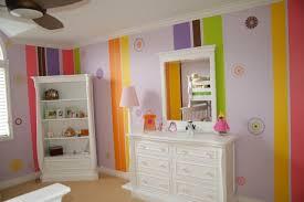 kinderzimmer wandbemalung muster streifen muster wand streichen bunte farben kinderzimmer kinder