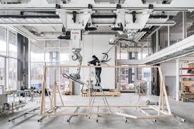 robots build a timber frame in no curbed