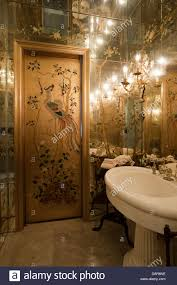 bathroom with mirror lined walls and ceiling and bagues rock