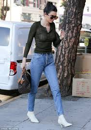 kendall jenner casual style kendall jenner s casual look for a coffee run 234star