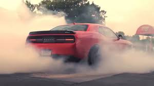 charger hellcat burnout video dodge challenger srt hellcat burnout 2x rssportscars com