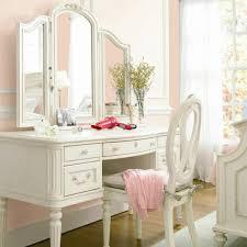 table pour chambre la table de maquillage pour votre coin de beauté