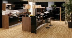 cuisine laqué noir cuisine bois et noir simple cuisine taupe et bois