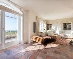 wohnideen terrakottafliesen wohnzimmer mit terrakottaboden ideen design bilder beispiele