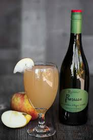 holiday champagne cocktails spiced apple prosecco cocktail self proclaimed foodie