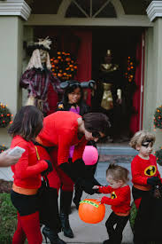 The Incredibles Family Halloween Costumes by An Incredible Weekend Easy Diy Incredibles Family Costume