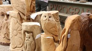 chainsaw carving artist amazing wood carvings