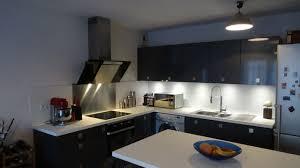 fa des cuisine fa ade gris anthracite brillant plan de travail blanc moderne