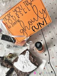 Halloween Treats For Teachers by Halloween Gift For Teachers Plus Free Gift Tag The Crafting
