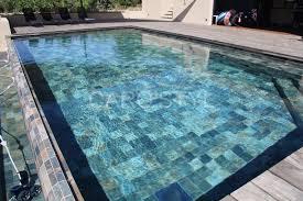 dallage exterieur en pierre naturelle piscine pierre naturelle margelles de piscine en pierre bleue ab