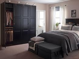 chambre avec lit noir grande chambre avec lit et tables de chevet noirs une grande