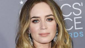 feathered brush back hair watch the incredibly easy diy for emily blunt s feathered